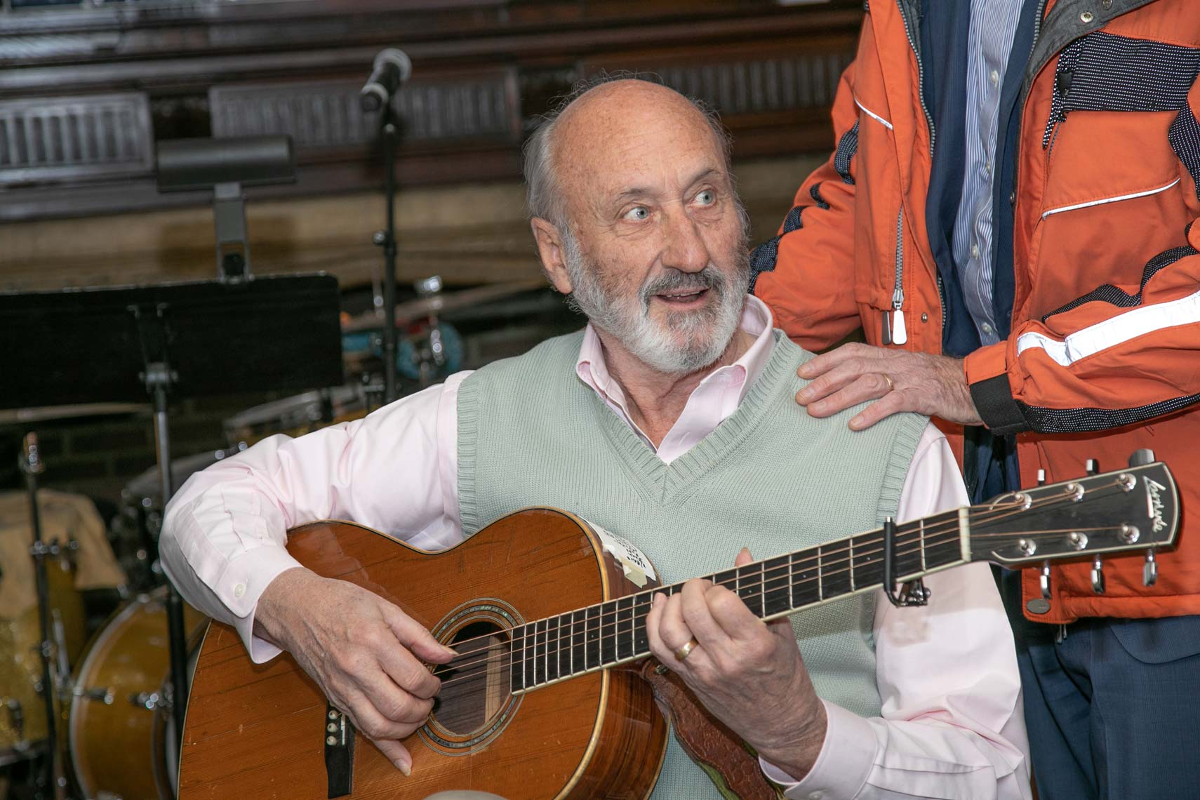 Livingston Taylor warmly greets Noel Paul Stookey before the show