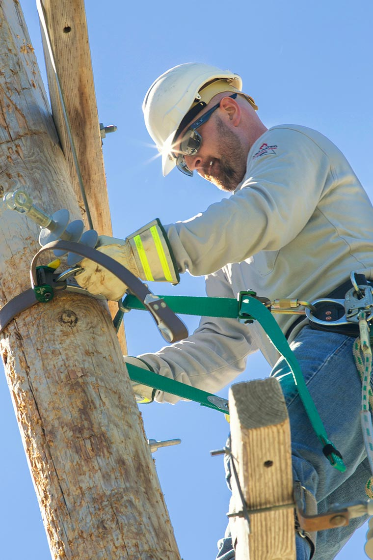 NEPPA Lineman Changes Transformer in Competition